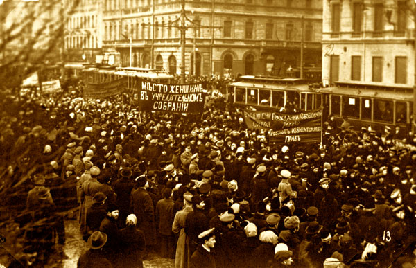 Демонстрация женщин на Невском проспекте, 1917 год