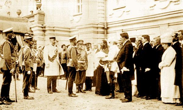 1911 год. Председатель клуба Савенко приветствует Государя Николая II в составе депутации от правых организаций города Киева