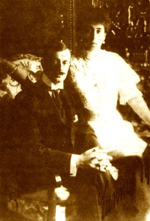 Кирилл Владимирович вступил в брак с разведенной герцогиней Гессенской, в девичестве принцессой Викторией—Мелитой Саксен-Кобург—Готской (в семье ее называли Даки)