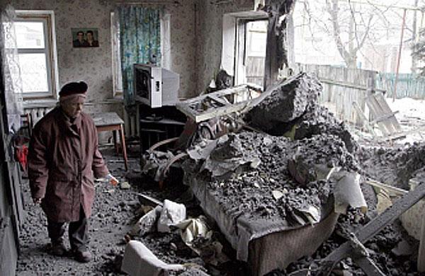 Повреждённый украинскими карателями дом на територии ДНР