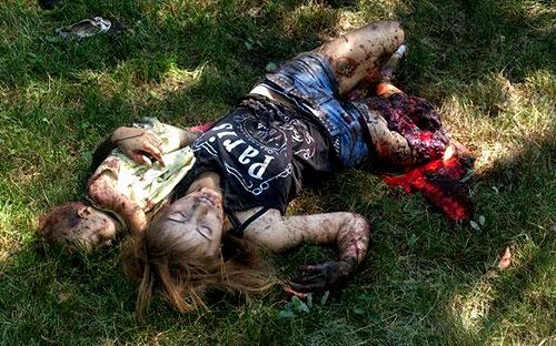 Новороссийская мадонна (фотография Олега Желябина-Нежинского). Убитые мать с ребенком после украинского артобстрела центра Горловки