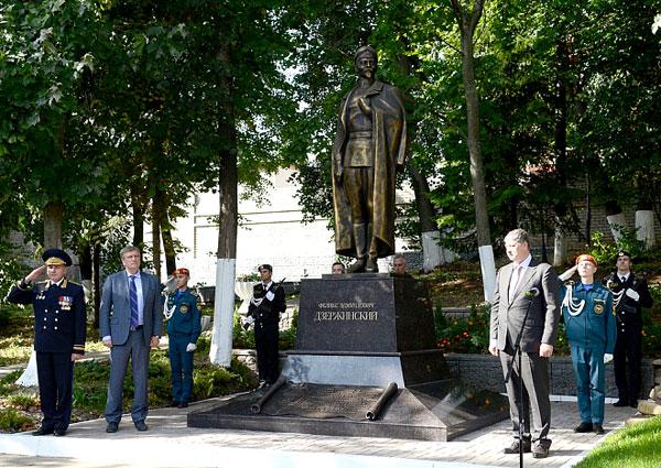 Торжественная церемония отрытия монумента Дзержинскому 5.9.2017 в г. Киров