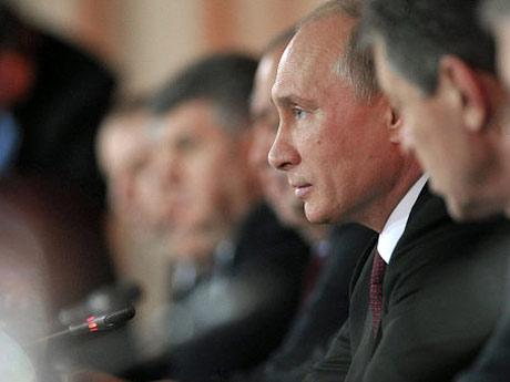 «В 2009 году Путин выступил с совершенно грамотной постановкой — из кризиса нужно выйти с новой посткризисной моделью. Однако, когда появилось поручение Путина о разработке новой модели, то удивлению специалистов не было границ, так же, как и тогда, когда на пост министра экономики назначили Улюкаева».