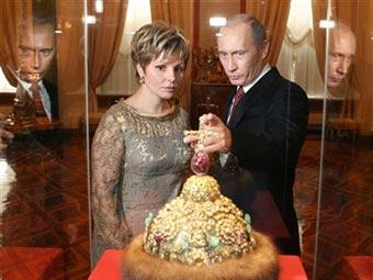 Путин и шапка Мономаха