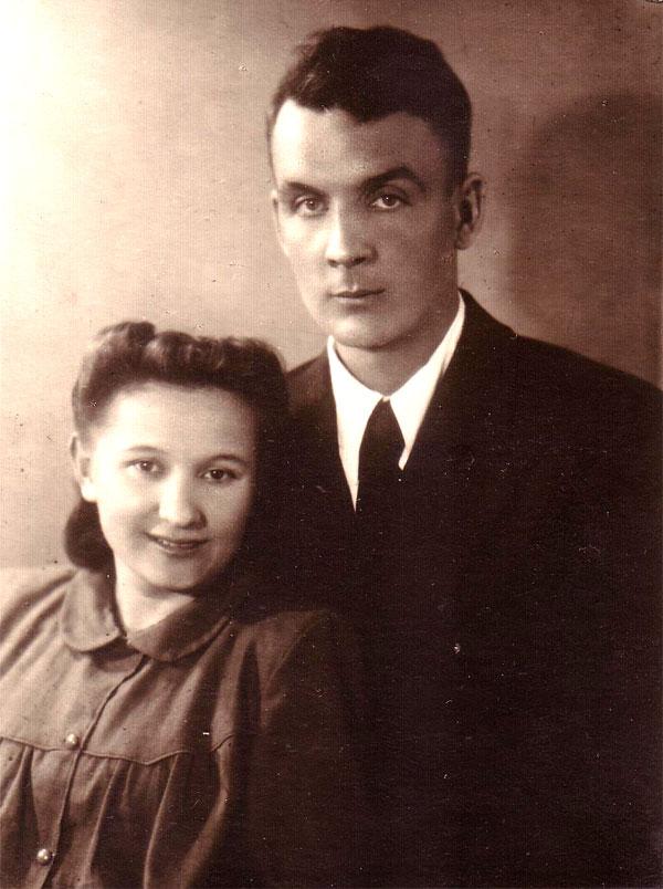 Мои родители Виктор Афанасьевич Пахомов (ур. Виктор Викторович Назаров) и Вера Григорьевна Дмитренко. Примерно 1950 г.