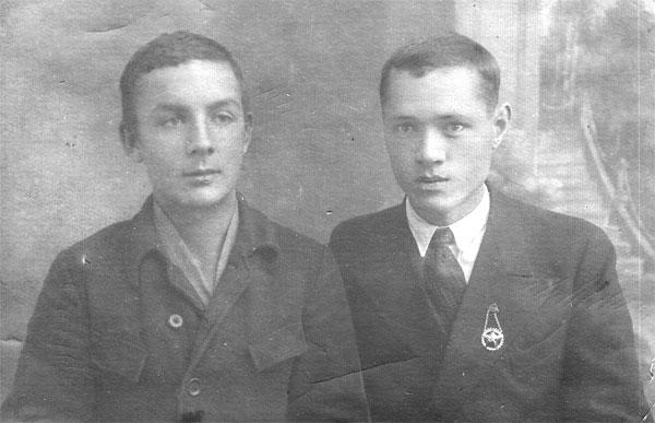 Единственное фото Назаровых: отец с дядей Анатолием Назаровым. 1930-е годы