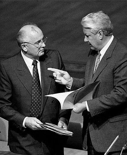 Горбачев подписал акт об отставке