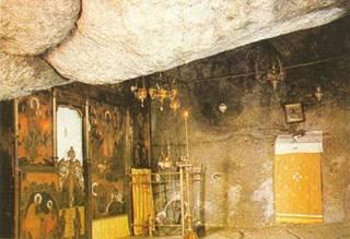 Храм, устроенный в пещере на о. Патмос, где св. апостол Иоанн Богослов продиктовал св. Прохору Апокалипсис
