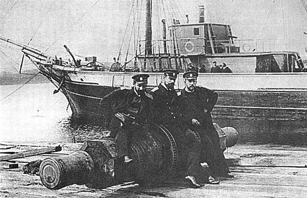 Лейтенанты А.В. Колчак, Н.Н. Коломейцев, Ф.А. Матисен, готовящие в Норвегии шхуну «Заря» к полярному плаванию
