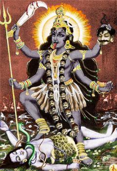 Богиня Кали с ожерельем из отрубленных голов
