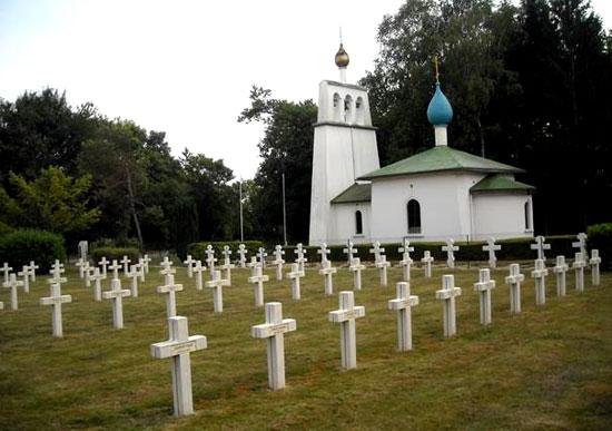 Храм-Памятник, воздвигнутый на русском военном кладбище в Мурмелоне, Франция, в память павших русских воинов на Французском фронте в 1914-18 гг.