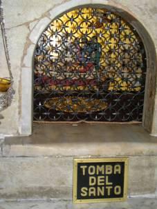 Гробница с мощами свт. Николая в его базилике в Бари