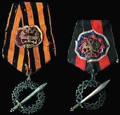 """Награда """"За ледяной поход"""" слева – для участников боев, справа – для тех, кто не принимал участия в боях"""