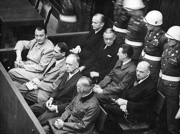 Обвиняемые на скамье подсудимых