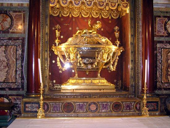 Ясли Богомладенца Иисуса Христа (из кленовых досок). Ныне находятся в Риме в базилике Санта Мария Маджоре.