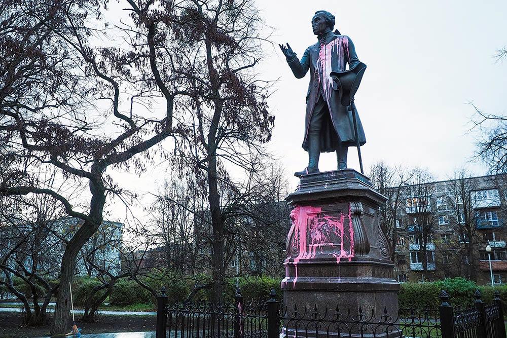 В Калининграде был облит краской памятник немецкого философа Иммануила Канта