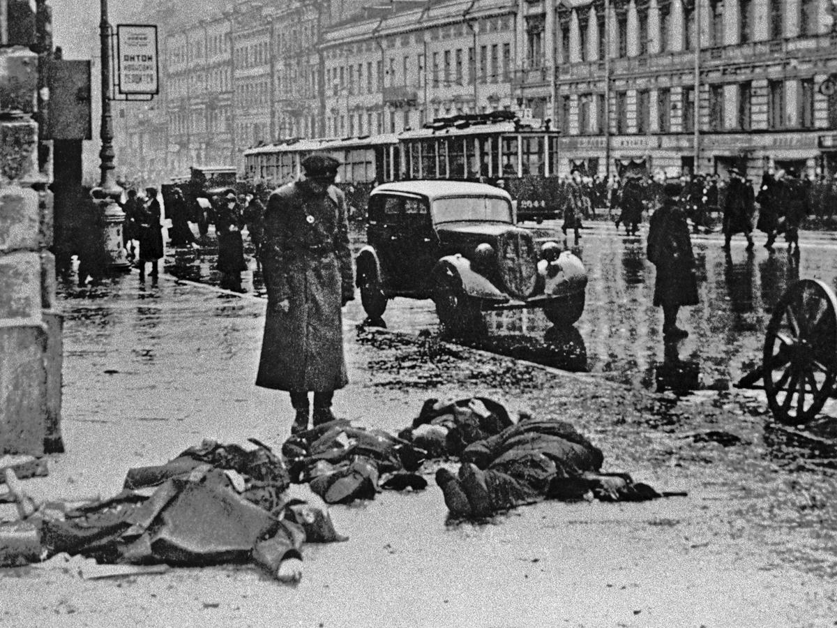 Как чинуши жрали ромовые бабы в блокадном Ленинграде Leningrad-blokada