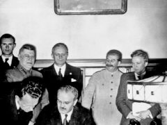 Подписание «Пакта Молотова-Риббентропа» о ненападении и разделе территорий между СССР и Германией