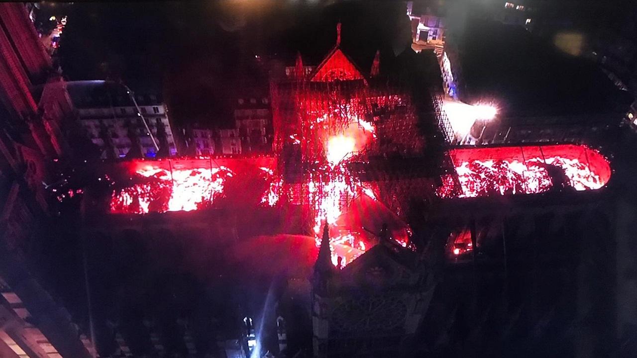 В начале католической Страстной недели, сгорел Собор Парижской Богоматери