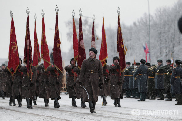 Как чинуши жрали ромовые бабы в блокадном Ленинграде Parad-Leningrad