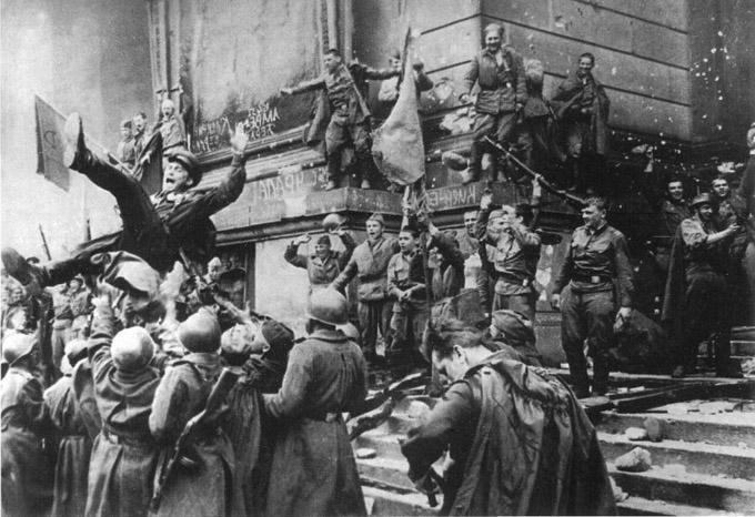 Герои Великой Отечественной... - Страница 2 Reichstag-1945