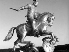 Под Белгородом установлен памятник князю Святославу, посвященный 1040-летию разгрома Хазарского каганата