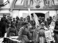 Декрет Совнаркома об отделении Церкви от государства; Церковь была лишена прав юридического лица и всего имущества